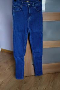 Jeansowe spodnie z wysokim stanem high waist Stradivarius S...