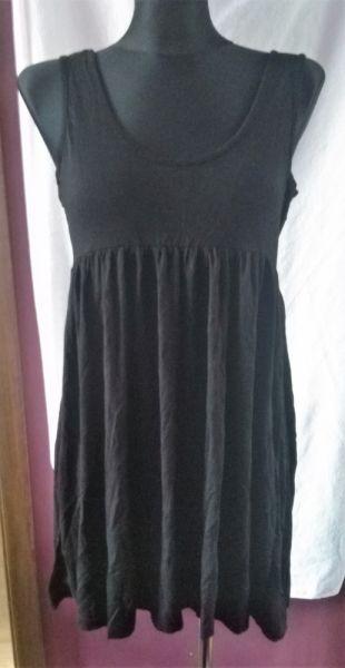 Suknie i sukienki Czarna sukienka na ramiączkach M basic odcinana pod biustem