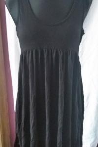 Czarna sukienka na ramiączkach M basic odcinana pod biustem...