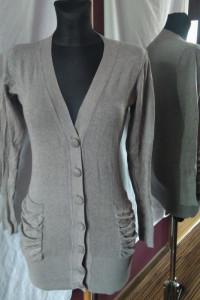 Długi szary sweter guziki kieszenie kardigan popiel dekolt...