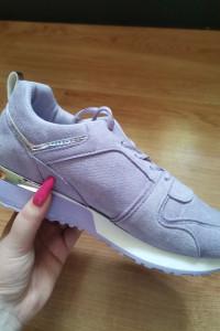 Liliowe buty sportowe Mikayla