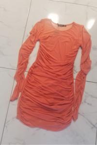 Morelowa sukienka Nasty Gal...