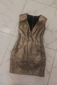 Sukienka w złotym kolorze Reserved z kieszeniami...