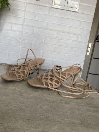 Sandały Reserved nowe szpilki sandały wiązane gladiatorki cieliste