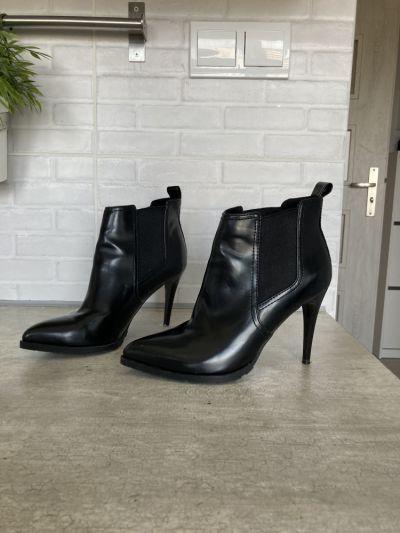 Botki Bershka czarne botki na obcasie szpic rozmiar 37 obcas 10cm bardzo wygodne i stabilne