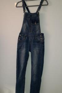 Niebieskie jeansowe ogrodniczki rurki skinny 34...