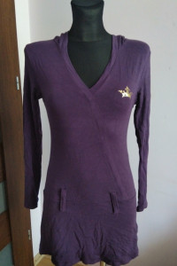 Fioletowa sukienka tunika z kapturem Eletti z długim rękawem...