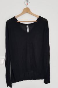 Czarna bluzka Pull & Bear...