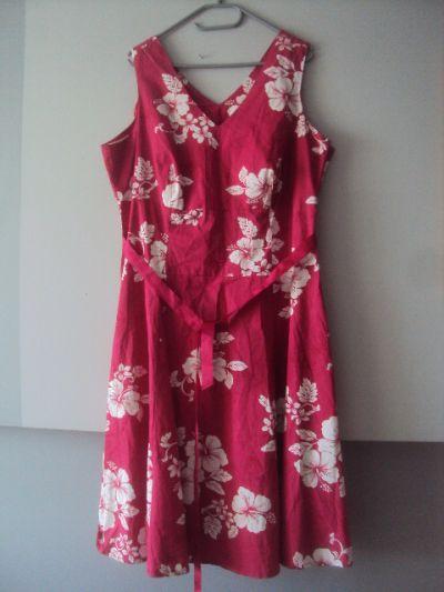 Suknie i sukienki rozkolszowana sukeinka w kwiaty