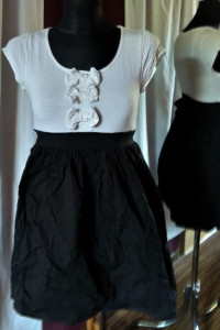 Biało czarna sukienka z kokardkami wiązana Atmosphere 38 M...