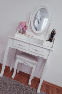 Biała Toaletka Róże Lustro Taboret Barok Piękna