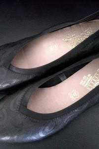 Czarne czółenka na dużą stopę...