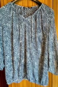 Ładna bluzeczka o raglanowym kroju...