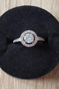 Nowy pierścionek srebrny kolor posrebrzany białe cyrkonie retro...
