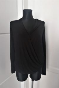 Czarna bluzka o kopertowym kroju Zara...