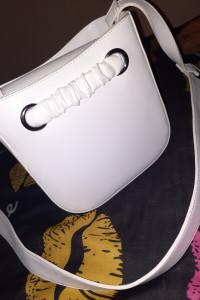 Biała torebka kuferek śliczna