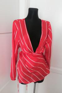 Czerwona narzutka bluzka plus size odpowiednia także na mniejsz...