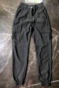 Bershka spodnie bojówki materiałowe czerń czarne rozmiar XXS 32 stan BDB