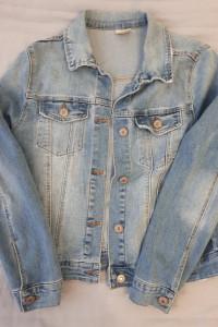 Kurtka jeansowa firmy Zara...