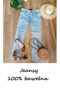 Jasne niebieski jeansy z dziurami bawełna...