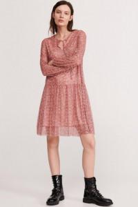 Różowa sukienka w drobny kwiatowy wzór...