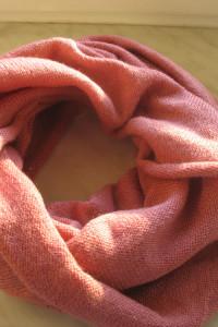 Różowy szalik komin ozdobna nitka