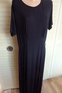 Sukienka intensywnie czarna...