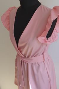 Zwiewna sukienka z rękawem...