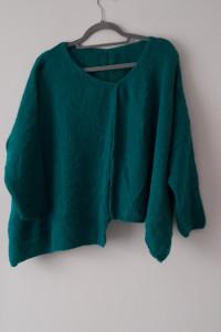 Zielony krótki asymetryczny sweterek oversize 40 42