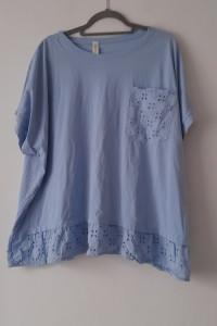 Jasnoniebieska bluzka z falbanką 56...