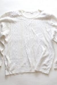 kremowo biały sweter damski