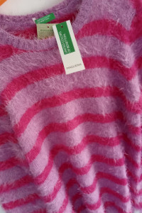 Śliczny sweterek firmy Benetton...