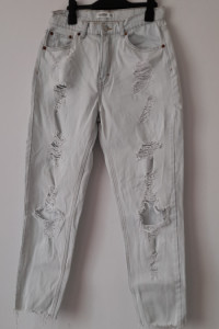 Pull&Bear Jasne jeansy mom jeans z dziurami 38...