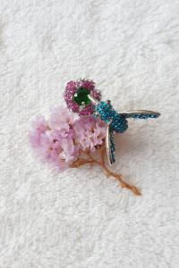 Nowy pierścionek ptak koliber srebrny kolor niebieski zielony różowy kwiat