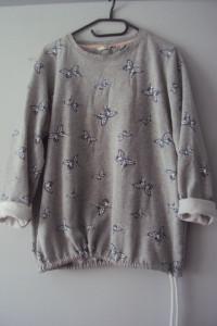 dresowa bluza w motylki...