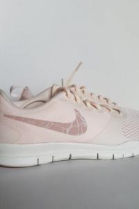 Nowe zgrabne buty NIKE rozmiar 39...