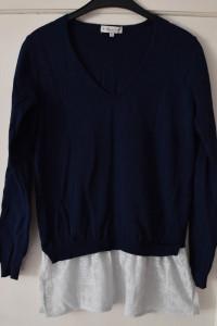 Granatowy sweterek z białą koronką z dekoltem V F&F rozmiar M...