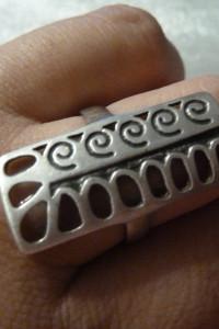 pierścionek srebrny dziury i wzory...