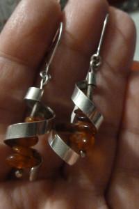 kolczyki srebrne z bursztynkami