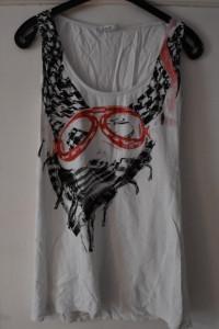 Biała koszulka czerwony czarny print nadruk gogle apaszka Kikir...