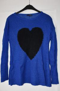 Szafirowy cienki sweterek z długim rękawem czarne serce Tally W...