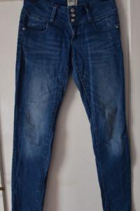 Ciemne jeansy dżinsy biodrówki zapinane na guziki szeroki pas O...