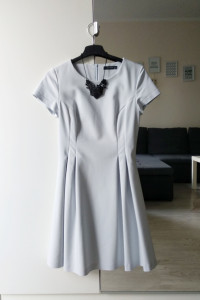Rozkloszowa sukienka wizytowa Reserved XS...