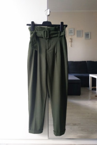 Spodnie Bershka khaki XS wysoki stan...