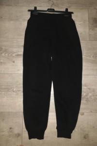 Czarne spodnie dresowe Zara...