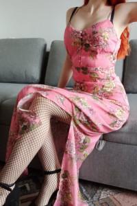 Zwiewna kwiecista sukienka