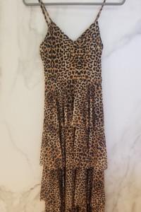 Sukienka kaskadowa w panterkę z falbanami...