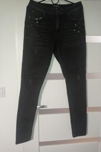 Czarne jeansy...