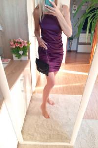 Satynowa sukienka na ramiączkach Pretty Little Thing