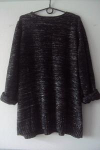 sweter ze srebna nitką